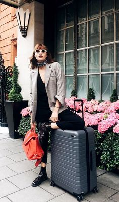 8 Easy Travel Outfits You Should Always Have on Hand 5d63f80e73d62