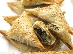 Keep That Cooking Area Clean Samosas, Empanadas, Spinach Recipes, Veggie Recipes, Vegetarian Recipes, Healthy Recipes, Love Food, A Food, Food And Drink