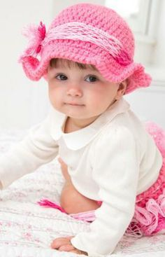 Country Baby Diaper Cover & Hat Free #Crochet Pattern from Red Heart Yarns