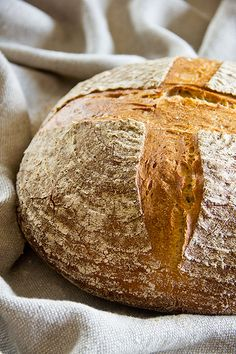 Ca. 1 kg schwer, krachend knusprige Kruste, sehr aromatisch, überzeugender  Geschmack. Tolles Brot.[375g Weizen 1050 = ca. 129g Weizenvollkornmehl und 246g Weizen 550)