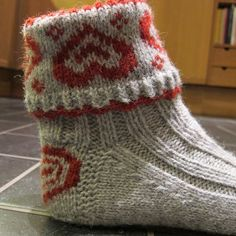 Ravelry: ValentineSox / Valentinragger pattern by Wenche Roald Crochet Socks, Knit Or Crochet, Knitting Socks, Hand Knitting, Knitted Hats, Knitting Charts, Knitting Stitches, Knitting Patterns Free, How To Purl Knit