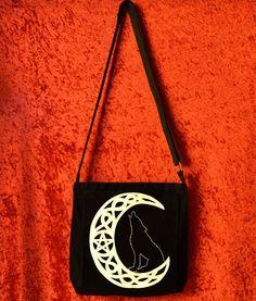 Bolso pintado a mano luna celta lobo aullando a la por WitchDreams