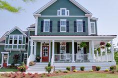 New farmhouse plans with wrap around porch exterior colors ideas Style At Home, Farmhouse Plans, Farmhouse Style, Modern Farmhouse, Farmhouse Design, Modern Craftsman, Craftsman Style, Farmhouse Door, American Farmhouse