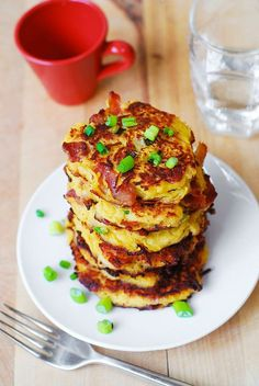 Bacon Spaghetti Squash Fritters with Parmesan - need I say more? Ever wondered how to cook spaghetti squash? Make this easy Bacon Spaghetti Squash Fritters recipe with Parmesan! These little spaghetti squash cakes are Paleo Recipes, Low Carb Recipes, Real Food Recipes, Cooking Recipes, Yummy Food, Veggie Recipes, Squash Cakes, Squash Fritters, Courge Spaghetti
