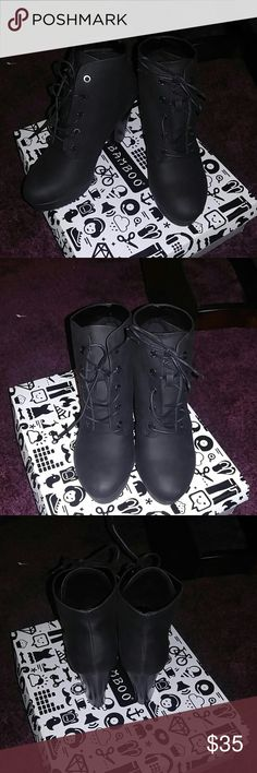 Black boots Cute trendy heeled boots worn once inside lined with soft faux fur Shoes Ankle Boots & Booties