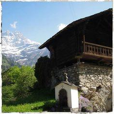 www.le1912.ch       chalet à louer dans les Alpes suisses   chalet to rent in the Swiss Alps   Les Dents-du-Midi depuis Val d'Illiez, région Portes du Soleil, Suisse   © virginie confino - all rights reserved. no reproduction allowed.