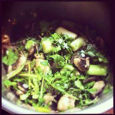 Κρασάτα μανιτάρια με πρασοσέλινο Sprouts, Cabbage, Vegetables, Food, Essen, Cabbages, Vegetable Recipes, Meals, Yemek