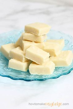 The BEST easy vanilla fudge recipe, made with only 4 ingredients in the microwave or on the stove-top. Microwave Vanilla Fudge Recipe, Vanilla Fudge Recipes, Banana Recipes Easy, Microwave Fudge, How To Make Fudge, Delicious Desserts, Dessert Recipes, Oh Fudge, White Chocolate Fudge