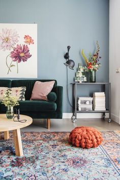 50 Awesome Small Apartment Living Room Design Ideas - Most creative decoration list Small Apartment Living, Small Living Rooms, Living Room Grey, Living Room Modern, Decorating Small Living Room, Living Room Rugs, Small Living Room Designs, Art Deco Interior Living Room, Blue And Green Living Room
