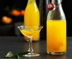 Mandarinello - like limoncello but made with mandarin peel! Booze Drink, Wine Drinks, Cocktail Drinks, Alcoholic Drinks, Beverages, Limoncello, Bien Tasty, Slushies, Fermented Foods