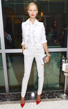 Karolina Kurkova contrasts all white with a pop of red // #Fashion #Style