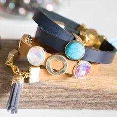 Een paar KoKo armbanden met onze nieuwe leer en cabochons!