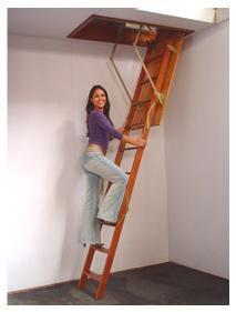 Quem possui casa com sótão e não quer pegar uma escada toda vez que tiver que subir até lá, encontra nas escadas dobráveis uma solução rápida e de fácil manuseio. O modelo Free Way, da Escadex, já vem pré-montada e com manual de instruções.