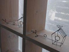 巣箱のカードスタンド - ワイヤークラフト