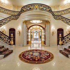 Luxus-Walk-in Closet – Luxury Dale Mansion Interior, Luxury Homes Interior, Luxury Home Decor, Interior Stairs, Florida Mansion, Earthy Home Decor, Coastal Decor, Dream Mansion, Luxury Homes Dream Houses