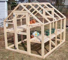 Cómo construir un invernadero con estructura de madera Diy Greenhouse Plans, Simple Greenhouse, Greenhouse Gardening, Greenhouse House, Greenhouse Tomatoes, Greenhouse Wedding, Greenhouse Panels, Outdoor Greenhouse, Homemade Greenhouse
