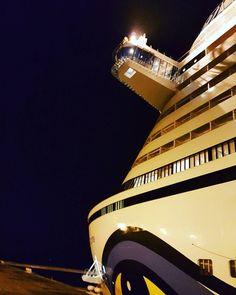 AIDAprima in Le Havre  #aida #aidaprima #aidacruises #lehavre #beinacht #frankreich #france #cruise #cruiseship #cruiseterminal #metropolentour #kreuzfahrtschiff #kreuzfahrtliebe #kreuzfahrt #normandie #dday #landungsstrände #44