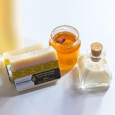 Σαπούνι ελαιολάδου με γάλα κατσίκας και μέλι Candle Jars, Candles, Olive Oil Soap, Milk And Honey, Goat Milk, Soaps, Hand Soaps, Candy, Candle Sticks