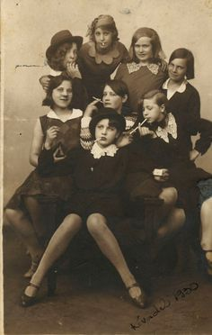 1930s Gang Of Teen Girls