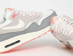 #Nike #AirMax 1 White Orange #Sneakers