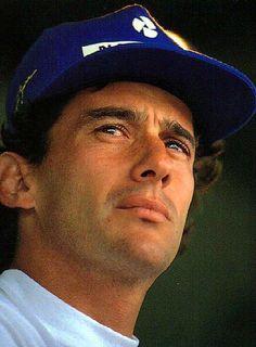 """""""No que diz respeito ao desempenho, ao compromisso, ao esforço, à dedicação, não existe meio termo. Ou você faz uma coisa bem feita ou não faz."""" Ayrton Senna, Brasil."""