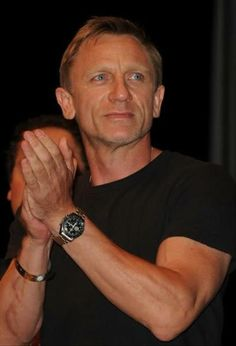 3c775fe679e Daniel Craig wears an Omega Speedmaster Professional Moon watch Apollo 11  24. Heinäkuuta