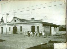 1900 - Estábulo do Brás, na avenida Celso Garcia onde as mulas descansavam após um dia inteiro puxando bonde pesado pelas ruas.