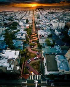 Staring Down The Worlds Most Crooked Street – Lombard Street, San Francisco, CA … Lombard Street, Cityscape Photography, Aerial Photography, Travel Photography, Photography Tips, Photography Tutorials, Sunrise Photography, San Francisco Travel, San Francisco California
