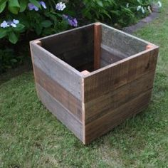 Rustic Reclaimed Wood Planter Box Ideally suited to grow herbs, flowers, and small fruit trees. North Cal builds planter boxes to last. Hand crafted from solid reclaimed wood, these planter boxes are naturally decay resistant. Diy Wood Planters, Tree Planters, Diy Planter Box, Square Planters, Outdoor Planter Boxes, Planter Ideas, Building Planter Boxes, Patio Diy, Diy Terrasse