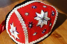 Brystduker/bringeduker og belter til hardangerbunad Norway, Christmas Tree, Costumes, Holiday Decor, Kids, Hardanger, Creative, Teal Christmas Tree, Young Children