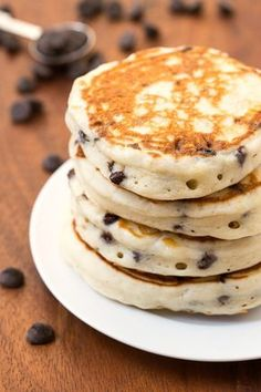 Healthy Fluffy Low Carb Chocolate Chip Pancakes made with NO grains, no sugar and no butter- Naturally gluten free, paleo, vegan, grain free too! Breakfast Low Carb, Low Carb Pancakes, Breakfast Recipes, Breakfast Ideas, Pancake Muffins, Fluffy Pancakes, Breakfast Pancakes, Health Pancakes, Sugar Free Breakfast