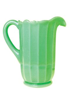Old school milk pitcher Fur Pillow, Water Pitchers, Milk Cans, Retro Home, Yard Sale, Jade Green, Carafe, New Life, Vintage Antiques