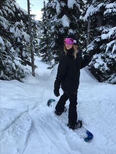 Guide To Snowboards Snowboard 🏂 Ski Fashion, Arab Fashion, Sporty Fashion, Sporty Chic, Sporty Outfits, Fashion Women, Winter Fashion, Snowboarding Outfit, Snowboarding Women