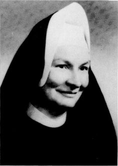 """The First woman to earn a PhD in Computer Science - Sister Mary Kenneth Keller. Her dissertation was written in CDC FORTRAN titled """"Inductive Inference on Computer Generated Patterns. Great Women, Amazing Women, Amazing People, American Women, American History, Dartmouth College, Dartmouth University, Computer Science Degree, University Of Wisconsin"""