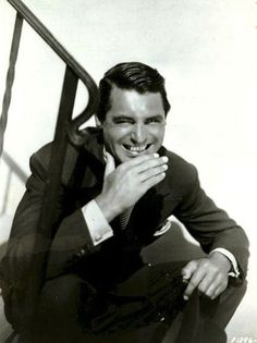 Cary Grant, love his smile, handsome too Golden Age Of Hollywood, Vintage Hollywood, Hollywood Stars, Classic Hollywood, Gary Grant, Becoming An American Citizen, Black And White Stars, Classic Movies, Best Actor