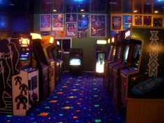 My inner child is in awe of this. Make your man cave like an video arcade. Just needs a sound system that plays Bon Jovi, Michael Jackson, Journey and Madonna. Retro Videos, Retro Video Games, Vintage Video Games, Arcade Game Room, Retro Arcade Games, Man Cave Basement, Video Game Rooms, Video Game Shop, Stranger Things Aesthetic