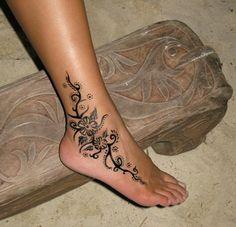 tatuajes de enredaderas para mujeres para pies