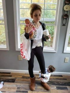 funny halloween costumes More memes, funny videos and pics on Mom Costumes, Best Friend Halloween Costumes, Homemade Halloween Costumes, Last Minute Halloween Costumes, Halloween Outfits, Halloween Kids, Mother Daughter Halloween Costumes, Costume Halloween, White Trash Costume