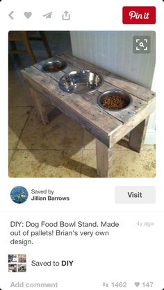 42 Ideas For Diy Dog Food Bowl Stand Pallet Furniture Wood Dog Bowl Stand, Dog Food Bowl Stand, Dog Food Stands, Dog Food Bowls, Rustic Pallet Ideas, Pallet Furniture, Furniture Ideas, Dog Furniture, Diy Stuffed Animals