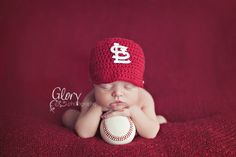 So cute! If I ever had a kid I would do this for newborn pictures. Cardinals are the best! Newborn Photography Ideas