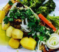 Bacalhau com batatas brócolis e cebolas.  Começando bem o ano! . . #senhortanquinho #paleo #paleobrasil #primal #lowcarb #lchf #semgluten #semlactose #cetogenica #keto #atkins #dieta #emagrecer #vidalowcarb #paleobr #comidadeverdade #saude #fit #fitness #estilodevida #lowcarbdieta #menoscarboidratos #baixocarbo #dietalchf #lchbrasil #dietalowcarb