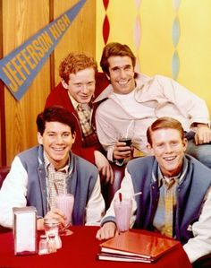Happy Days TV show.really bummed if I missed this show each week! My Childhood Memories, Sweet Memories, Best Tv, The Best, Happy Days Tv Show, Tv Happy, Tv Vintage, Ed Vedder, Old Shows