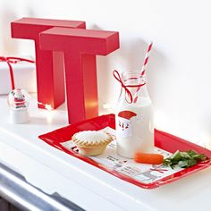 Thank Santa Claus for stopping by this year, by leaving him some tasty treats for his journey. Our Waiting for Santa treat platter is the ideal way to thank him for all your presents. Each pack comes with 2 platters and features 3 outlines for a treat and something to drink, there is even space for a little something for Rudolph!  Talking Tables Christmas Treat Tray | Kids Online Store | Talking Tables