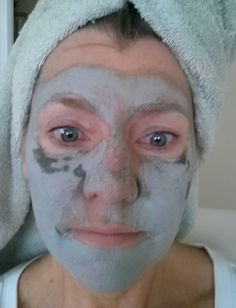Apply a small pea size amount of Glacial Marine Mud to your face. Avoiding eye and mouth area. Let it set for about 15 to 20 minutes or until mud is an aquamarine color. Rinse with warm water. Pat dry. I do this weekly...Your skin is so silky soft..and glows! Nu Skin, Face Skin, Face And Body, Glacial Marine Mud, Color Rinse, Aquamarine Colour, Beauty Skin, Anti Aging, Smooth