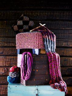 Neulottu rahin päällinen valmistuu nopeasti isoilla puikoilla jättilangoista. Yhdistä upeita valmiita jättilankoja itse tehtyihin.