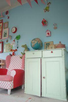 redchair_idea_para_decorar_habitacion_nina_azul_rosa_rojo