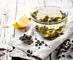 9 Catechin-Filled Foods for People who Don't Like Green Tea. You don't have to drink green tea all day to get the benefits. Here are 9 other foods that are chock-full catechins, a class of flavonoids with powerful antioxidant effects. Healthy Smoothie Ingredients, Green Tea Ingredients, Healthy Smoothies, Healthy Drinks, Healthiest Drinks, Simple Smoothies, Thé Rooibos, Oolong Tea, Health And Wellness Center