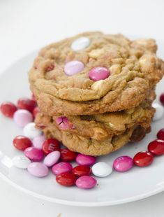 M&M Valentine's Day Cookies! Candy Recipes, Cookie Recipes, Dessert Recipes, Desserts, White Chocolate Chips, Chocolate Chip Cookies, Valentines Day Cookie Recipe, Valentine Cookies, Fruit Ice Cream