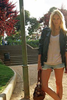 Blusa/T-shirt: Topshop  Shorts: Zara  Chaqueta/Jacket: Topshop  Sandalias/Sandals: H & M  Bolso/Bag: Clohé