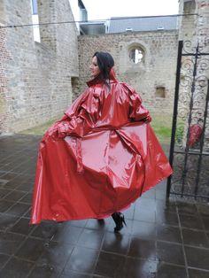Red Raincoat, Vinyl Raincoat, Rain Fashion, Women's Fashion, Imper Pvc, Plastic Mac, Rain Gear, Lady In Red, Capes